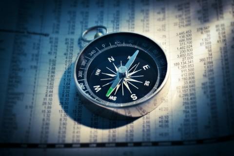 compass_photo-1504607798333-52a30db54a5d